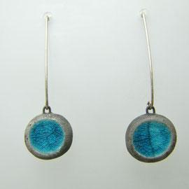 page d'achat de ces boucles d'oreilles bleues en raku