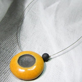 collier jaune céramique raku