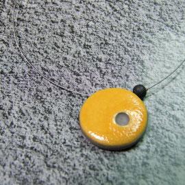 Collier jaune et noir