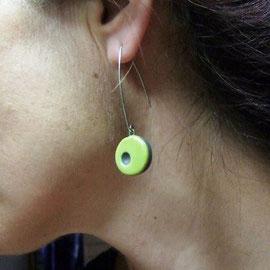 voir en détail cette paire de boucles d'oreilles