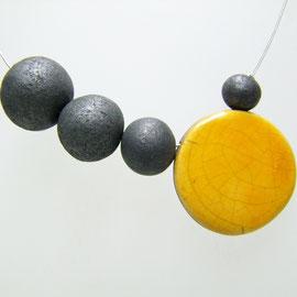 Collier céramique raku jaune et noir