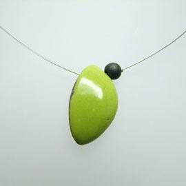 accéder à la description de ce bijou de créateur céramique raku vert