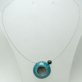 description de ce collier bleu