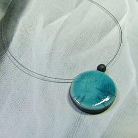 Collier simple et élégant bleu