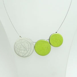 Collier blanc et verte en céramique raku