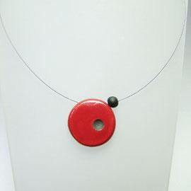 description détaillée de ce collier rouge en raku