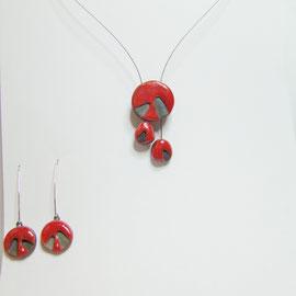 collier rouge de création artisanale