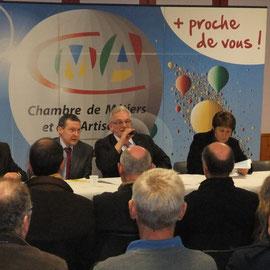 Réunion des artisans à Saint-Pois autour de J.-D. Meslin, Président d ela Chambre
