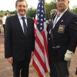 En compagnie de Gary Nadolski, porte-drapeau américain, fils de G.I., cousin de combattants polonais enrôlés sous le drapeau allemand, originaire de Chicago