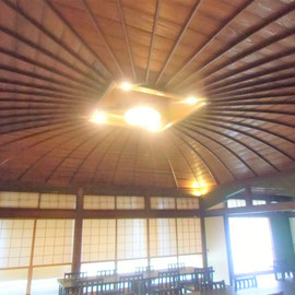 勝山市「花月楼」。2階の傘天井。