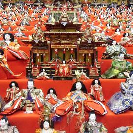 大野市平成大野屋奥にある蔵で、お雛様が2000体が飾られています。