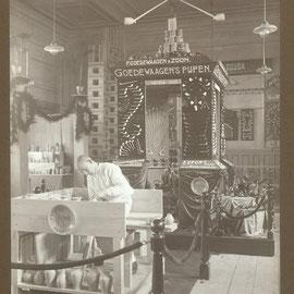 Originele foto van een beurs / expositie set up en display. Deze foto is ook afgedrukt in de Catalogus Nr 6. Ca 1910