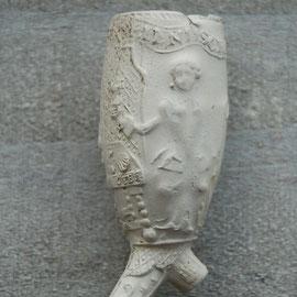 Hielmerk Trompetter, Gouda, ca 1770-1800. Op tafel de tekst OYE (naam van de graveur)