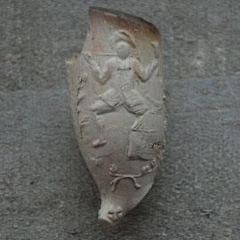 Dansende man met pijp en glas, ca 1700-1740, gevonden in Zwolle