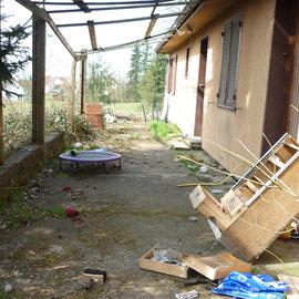 débarras d'une terrasse à Gray, Haute Saône, 70, AVANT INTERVENTION....... entreprise de déblaiement-débarras AHLEN