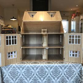Maison de poupées à colombages
