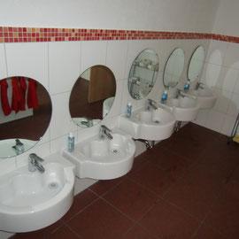 Noch ein Blick in den gelungenen Waschraum,