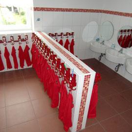 Der 2010 modern eingerichtete Sanitärbereich ist kindgerecht ausgeführt.