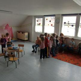 Im Spielzimmer hat der Nachwuchs genügend Platz und Licht, um spielend zu lernen.