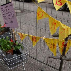 Pflanzen im Einkaufswagen ausgesetzt