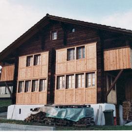 Chalet Fassade nach der Sanierung und Renovation mit Holz Dani Vogt D. Vogt Holzbau GmbH CH 8855 Wangen SZ