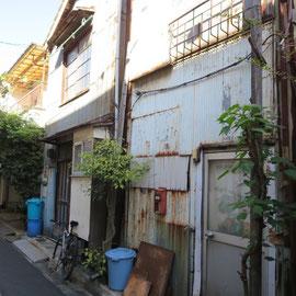 使われていない古い建物が多く見られる