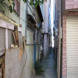建物の間の空間は通り道