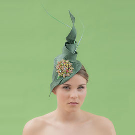 SS16 Christine Rohr Master Milliner Feder Fascinator Putz Graz Horserace Pferderennen Hochzeit Braut Anlass Mode Fashion Hüte Hut Headpiece Millinery Kopfbedeckung Finery Haaraccessoire