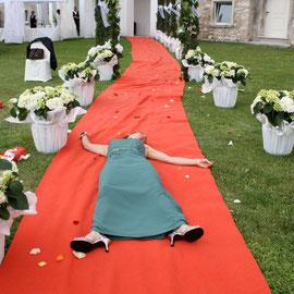"""""""Immer liegt was rum"""" – Hochzeit der Schwester / Saló, Italien (Juli 2011): """"anders"""" Auffallen um jeden Preis oder mARTis """"Still Life - Red carpet"""""""