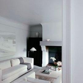 Un salon convivial et apaisant avec une petite touche de noir.