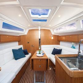 BAVARIA 33 Cruiser Innenansicht Salon