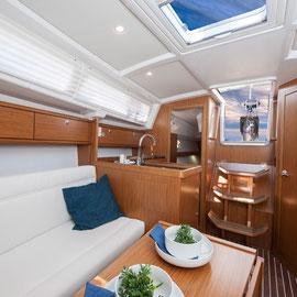 BAVARIA33 Cruiser Innenansicht Salon