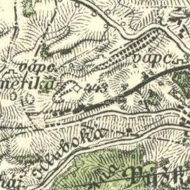 """Wenige Jahre später zeigten sich bereits ausgedehnte Abbaubereiche. Das Gebiet westlich des für das Bergbaurevier namensgebenden Forsthauses """"Amerika"""" war damals jedoch erst in geringem Ausmaß bebaut."""