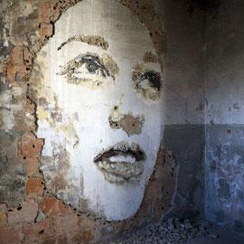Vhils-street-art-10