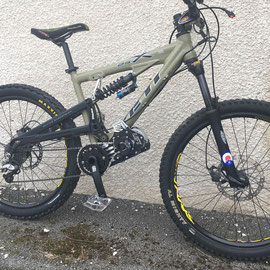 YETI ELECTRIQUE MOUNTAIN BIKE