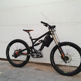 PIVOT DH E-BIKE LIFT MTB