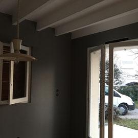 Poutre lambris en blanc et ratissage murs peinture lisse