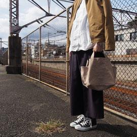 grey-beige/navy
