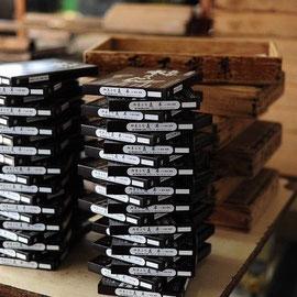 水ようかんの蓋 一度に40箱ずつ作ります