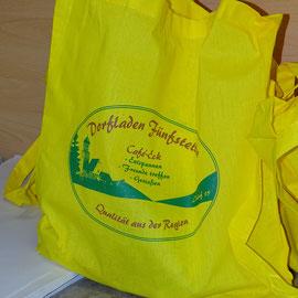 """Dorfladentasche mit """"Leckereien"""" für die Anteilszeichner."""