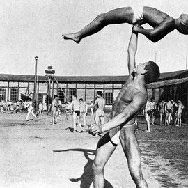 Franz Stoedtner: Licht-Luft-Sportbad am Kurfürstendamm. 1902