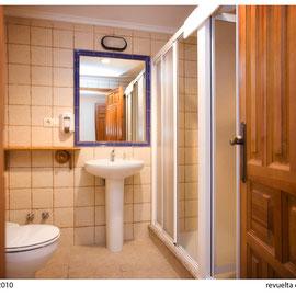 El Sabil. Senda del Oso. Baño habitación cuádruple