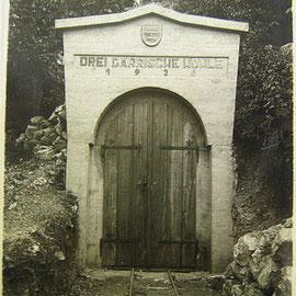 Eingang zur Drei Därrischen Höhle.
