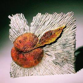 """"""" Lumière sur la pomme"""" frêne - 30 x 30 cm - 2005"""