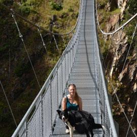 Nini und Neo auf einer Hängebrücke....