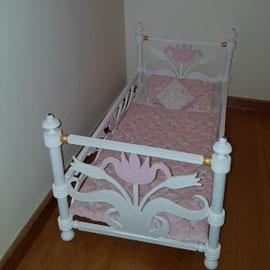 Peindre un lit de poupée La Métamorphose du Temps