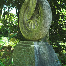 The Winged Wheel – In memory of Freda Strawbridge aged 17 died in motorbike accident 1936