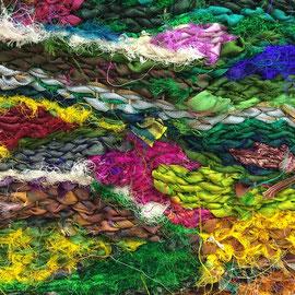 """""""Schneereste im Beet"""" (2016), 22 x 25 cm; Freie Weberei; Sari-Seidenstreifen, gewebt auf Baumwollkette"""