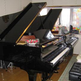 グランドピアノ2台のレッスン室
