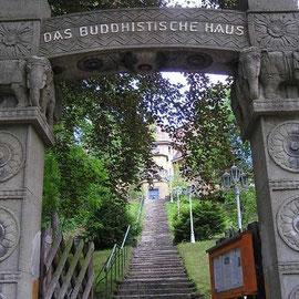 Eingang ins Buddhistische Haus Frohnau